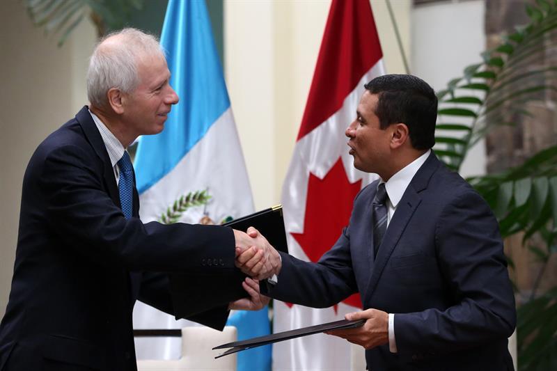 Ministro de Relaciones exteriores, Stéphane Dion, en gira por Guatemala, Honduras y México.