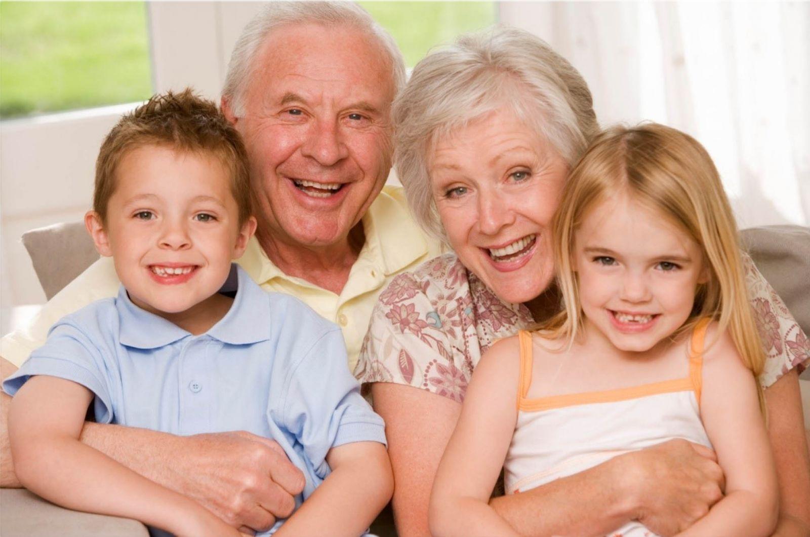 Resultado de imagen de la importancia de los abuelos en la vida de los nietos