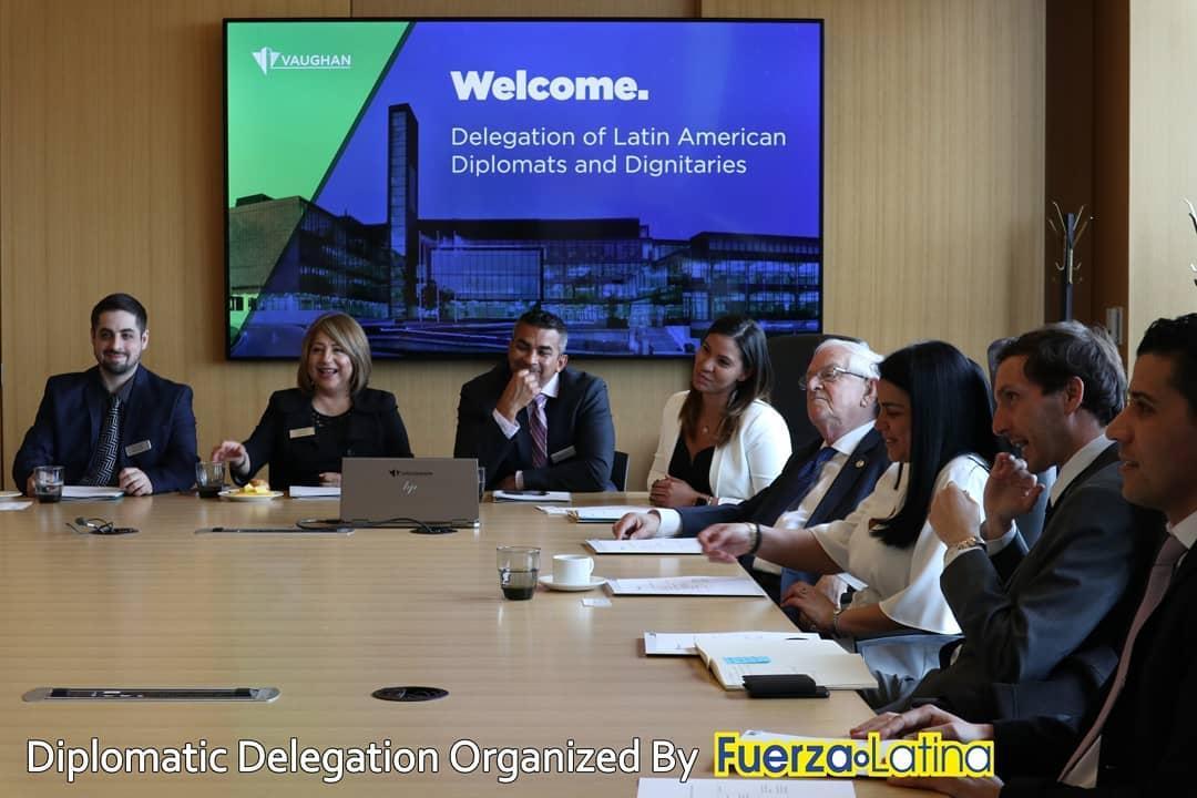 Diplomáticos latinoamericanos visitan la alcaldía de Vaughan.